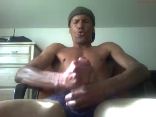 Fit Mature Dude Athletfucker Enjoys Himself