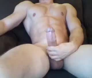 Muscle Gay Guy Rogersky Rubs His Huge Cock On Free Cam