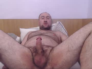 Strong Gay Bear Guy Flaunts His Naked Hairy Body On Cam