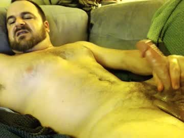 Masculine Bear Does A Wank Live Session