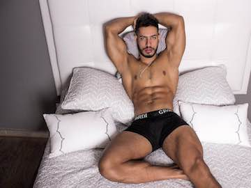 Muscled Colombian Guy James Axel On Live Webcam